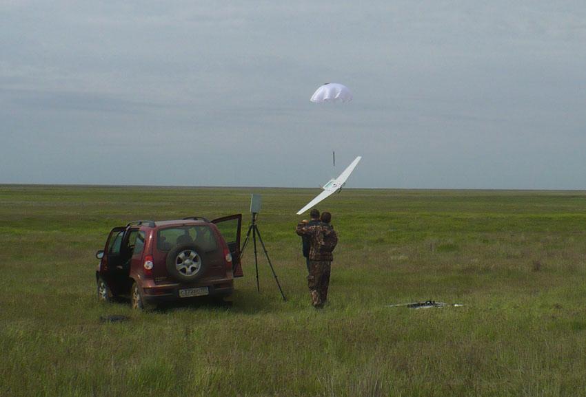Спуск беспилотного летательного аппарата. Учеты сайгака в Калмыкии, май 2011.