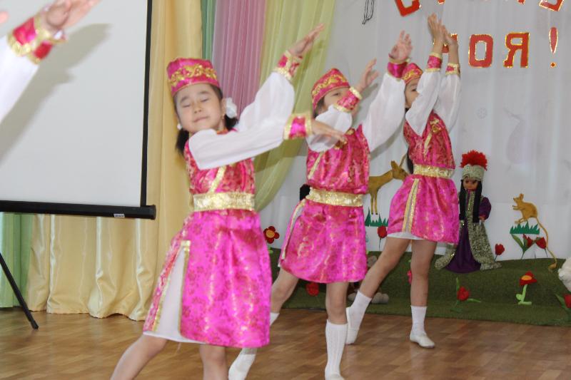 Утренник «Степь моя» в д/с №24. День степей в Калмыкии, 17-18 апреля 2015 г.  Фото предоставлено Э.Б. Габунщиной