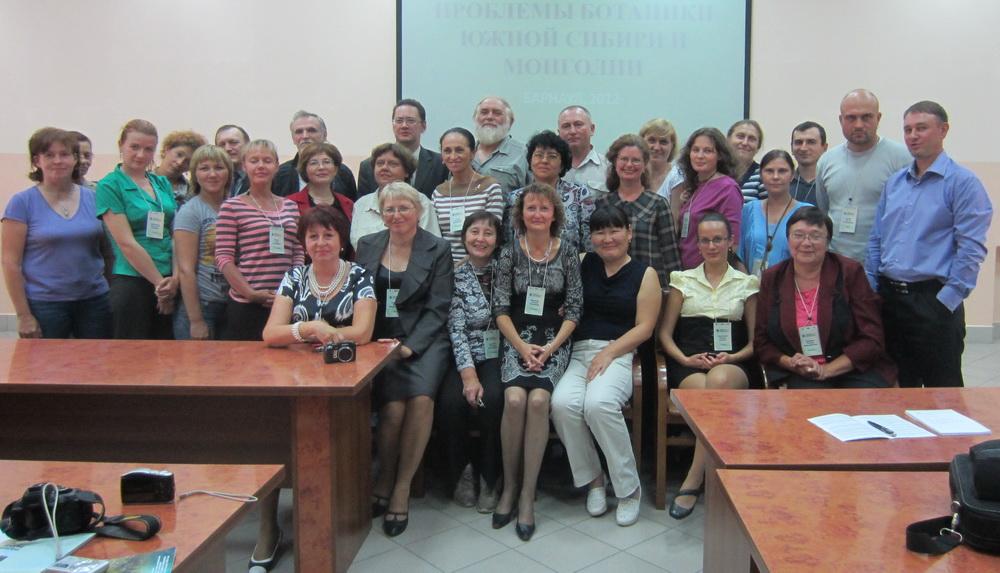 Участники конференции «Проблемы ботаники Южной Сибири и Монголии». Барнаул, 28-31 августа 2012 г.