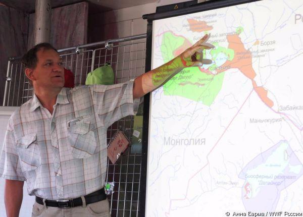 Вадим Кирилюк, директор заповедника «Даурский», рассказывает о своей работе. Фото А. Барма