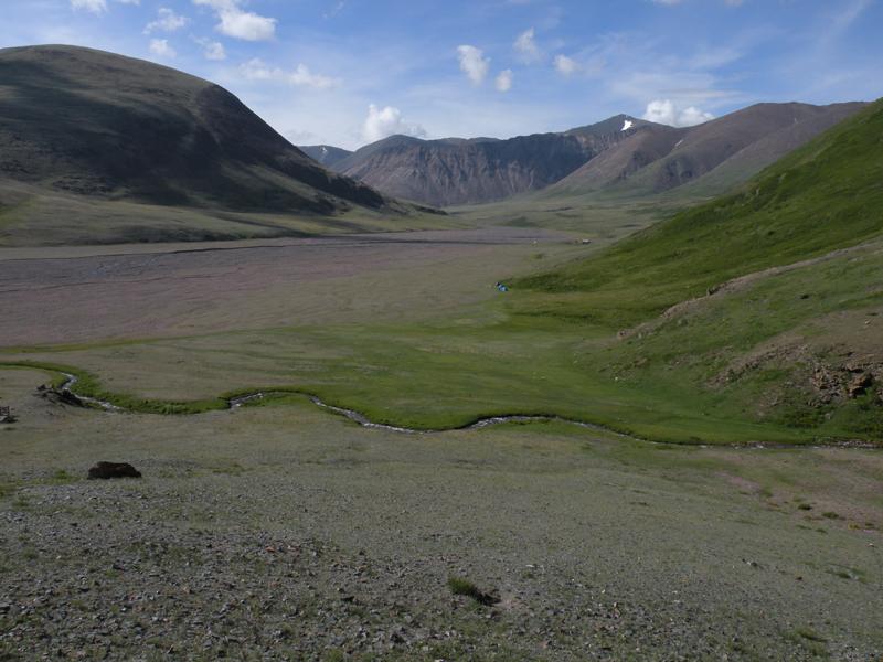 Левый приток р. Саржематы выше горы Круглая - выход в долину р. Саржематы. Фото И. Смелянского